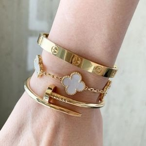 Jewelry - 18K Yellow Gold Bracelet Love